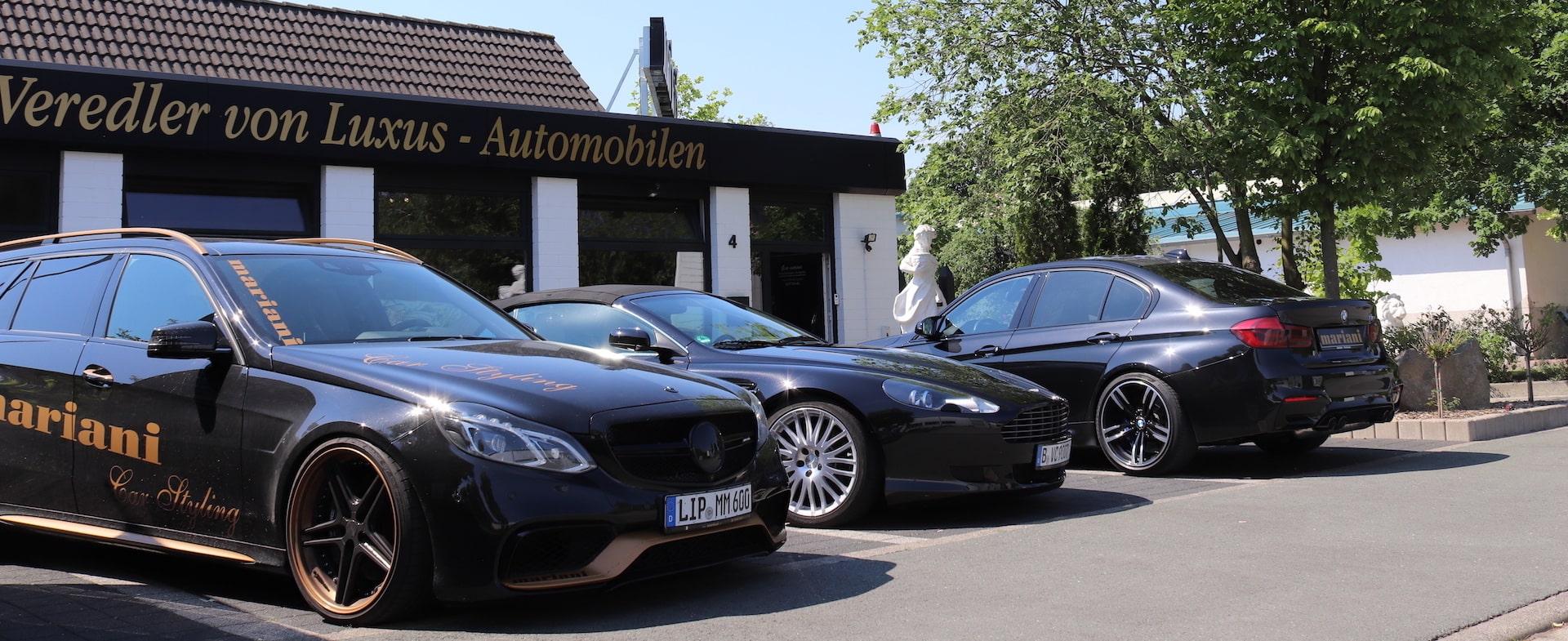 Mercedes E63, Aston Martin + BMW vor der Werkstatt